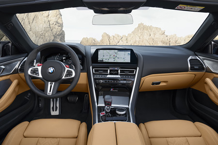 BMW M8 Cabrio Competition interior