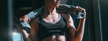 Entrenamiento con una toalla: siete ejercicios para montar una rutina completa en casa