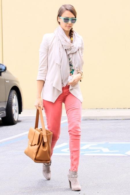jessica alba pantalones colores