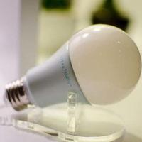 """Esta bombilla LED emite """"luz violeta"""" para evitar los inconvenientes para la salud de la """"luz azul"""""""