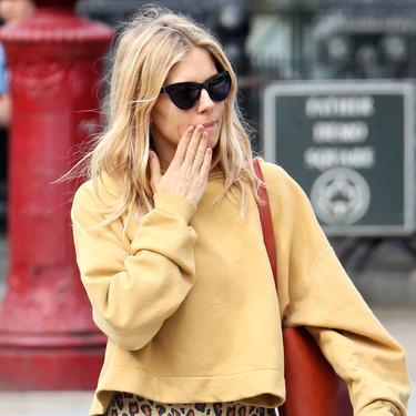 """""""El retorno"""" de Sienna Miller viene acompañado de un look difícil (y no apto para todo el mundo)"""