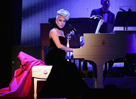 Lady Gaga In Schiaparelli Haute Couture 2 1