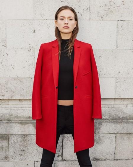 Abrigo rojo en zara