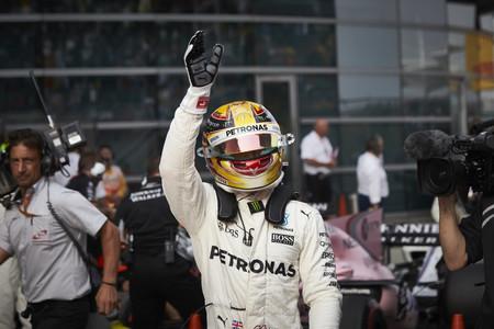 Hamilton se lleva la victoria en un animado GP de China de F1