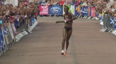 Durísimo final de la maratón de los Commonwealth Games: ¿merece la pena?