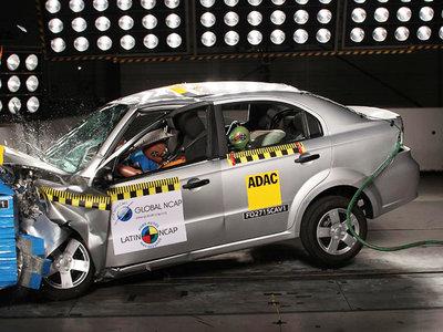 El 78% de los mexicanos buscan seguridad en el auto, pero el ranking de ventas dice lo contrario