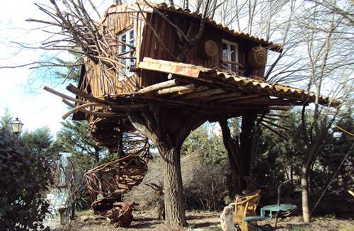 Nueve cabañas para dormir en los árboles en España (y III)