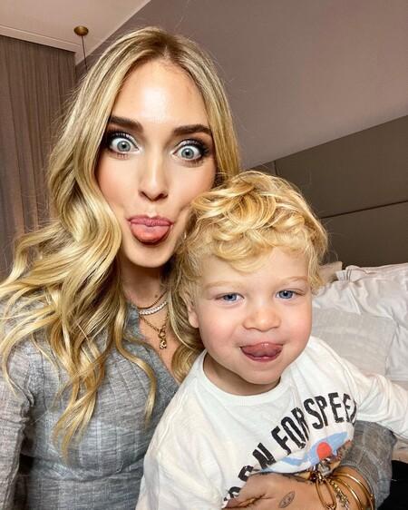 Chiara Ferragni se deja maquillar por su hijo Leo y el resultado es lo más divertido y artístico que hemos visto hoy