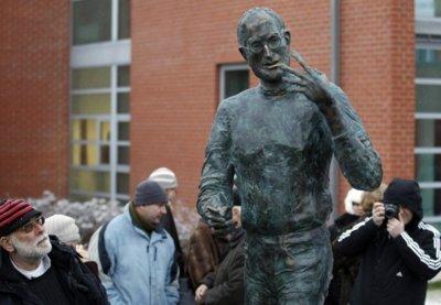 Imagen de la semana: una estatua de Steve Jobs en Budapest