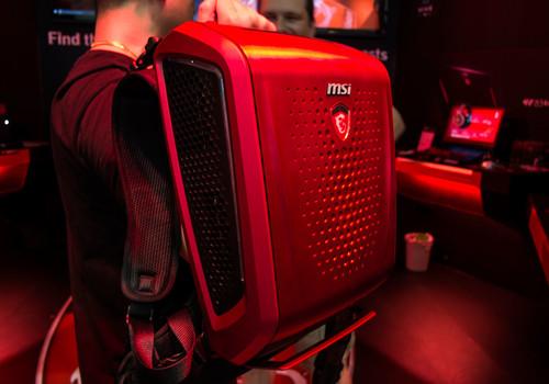 Jugar con el ordenador-mochila MSI Backpack en la espalda, primeras impresiones