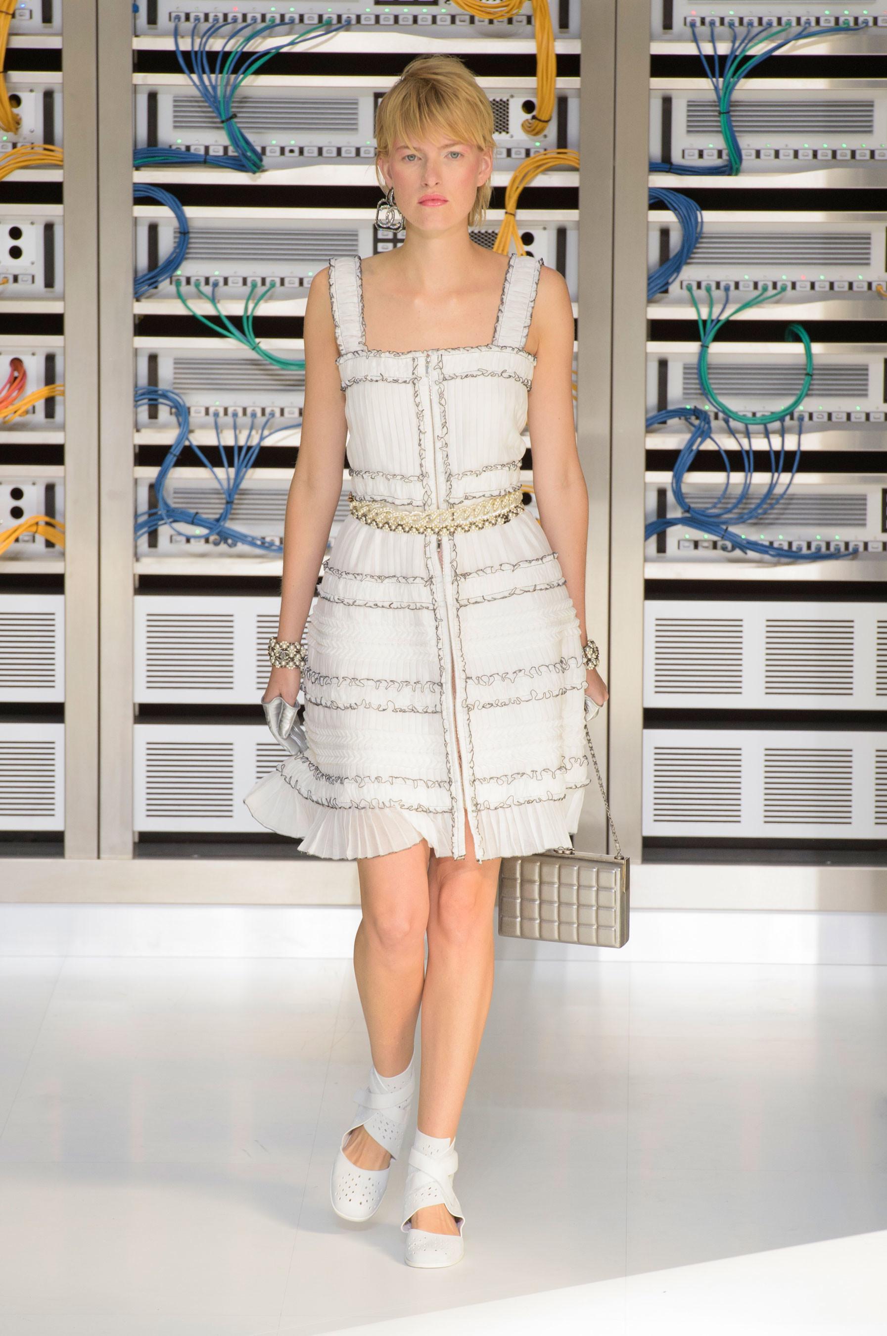 Foto de El regreso al futuro de Chanel en su colección Primavera-Verano 2017 (82/96)