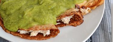 Crepas integrales de pollo con salsa de aguacate y chile poblano. Receta saludable