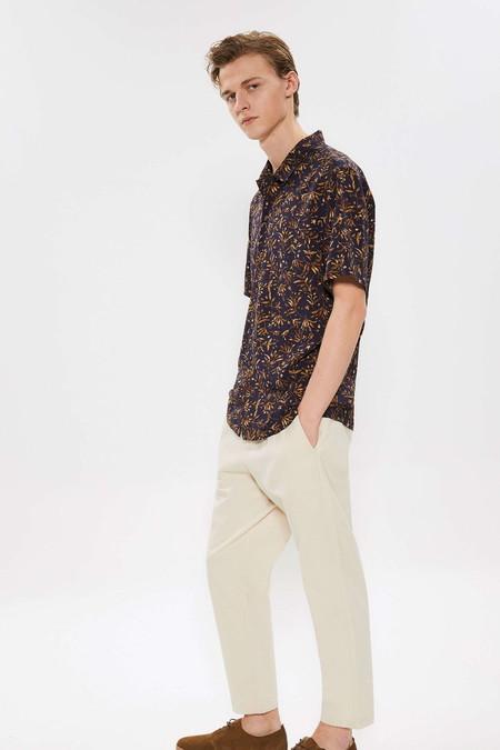 Para Adentrarnos Al Fulgor De La Primavera Estas Camisas Resort Son Perfectas Para Cualquier Look 04