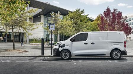 La DGT permitirá conducir furgonetas eléctricas e híbridas de hasta 4.250 kg con el carnet de conducir B