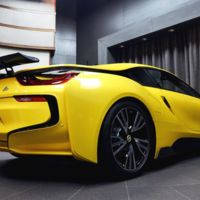 ¿Por qué este BMW i8 es amarillo y tiene un alerón fijo?