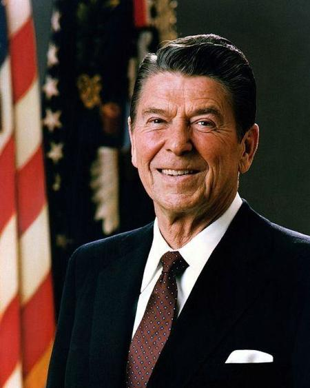 640px-official_portrait_of_president_reagan_1981.jpg