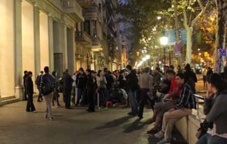 cola apple store barcelona passeig de gràcia lanzamiento iphone 5c 5s