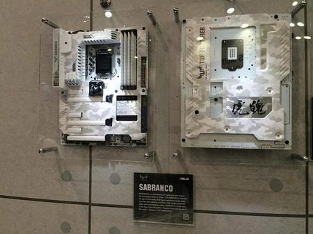 ASUS muestra diseño concepto de motherboard TUF Sabranco con PCB de color blanco