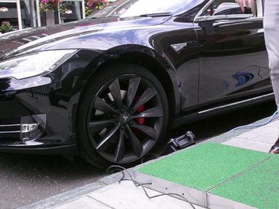 Que alguien pase cerca de tu Tesla es muy bueno: podría ayudarte a recargar la batería
