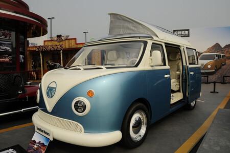 Esto no es la nueva Combi de Volkswagen, es una miniván china inspirada en ella