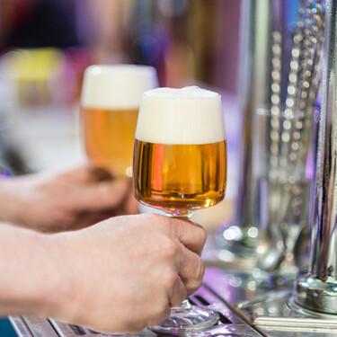 Por qué España es el país en el que más cerveza sin alcohol se bebe (y cuál es el secreto para que nos guste)