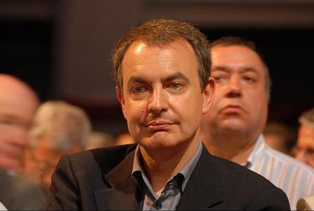 Zapatero anuncia una rebaja del 5% del sueldo de funcionarios