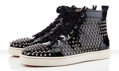 Zapatillas de Christian Louboutin con pinchos... y ahora de charol