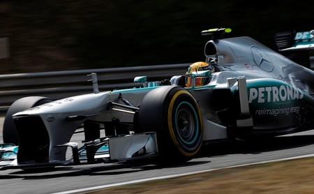 Lewis Hamilton consigue su primera victoria con Mercedes AMG de manera aplastante