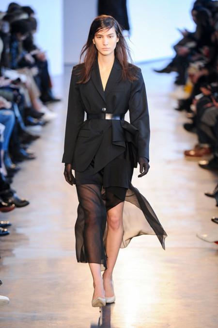 Tendencias para usar con cuidado: faldas con transparencias