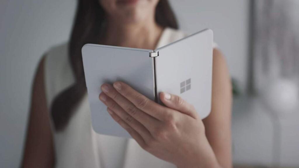 Imágenes filtradas de la posible Surface Duo 2 revelan una triple cámara externa