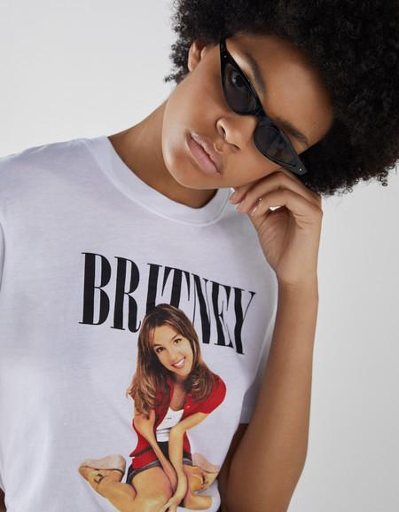 Bershka rescata a la Britney Spears de los 90 en una camiseta que vas a querer