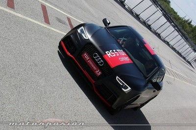 Audi A6 TDI concept vs Audi RS 5 TDI concept: duelo biturbo eléctrico en circuito