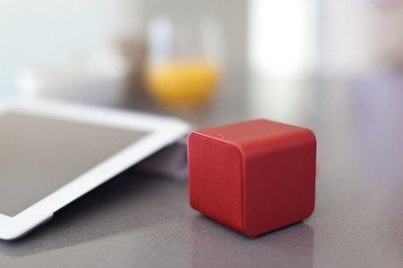 NuForce Cube, un pequeño altavoz multiusos