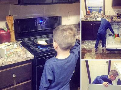 Una madre enseña a su hijo a hacer las tareas de casa y le llueven las críticas