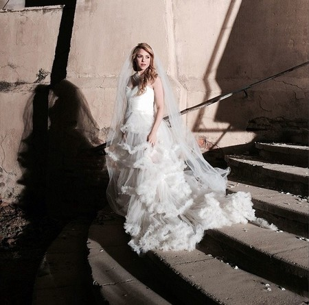 Blanca y radiante va... ¡Shakira!
