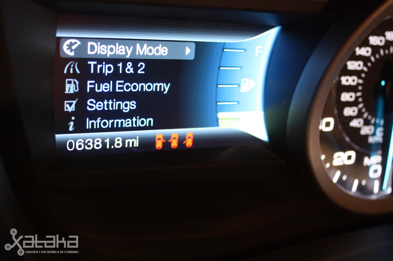 Foto de Ford Sync y MyFordTouch, el nuevo interfaz de Ford para coches (5/23)