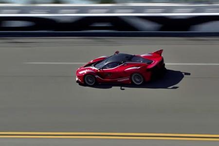 Este vídeo del Ferrari FXX K a más de 320 km/h en los peraltes de Daytona es oro molido para petrolheads