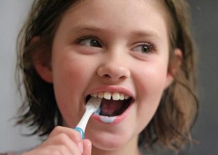 Cómo conseguir que los peques se acostumbren a lavarse los dientes