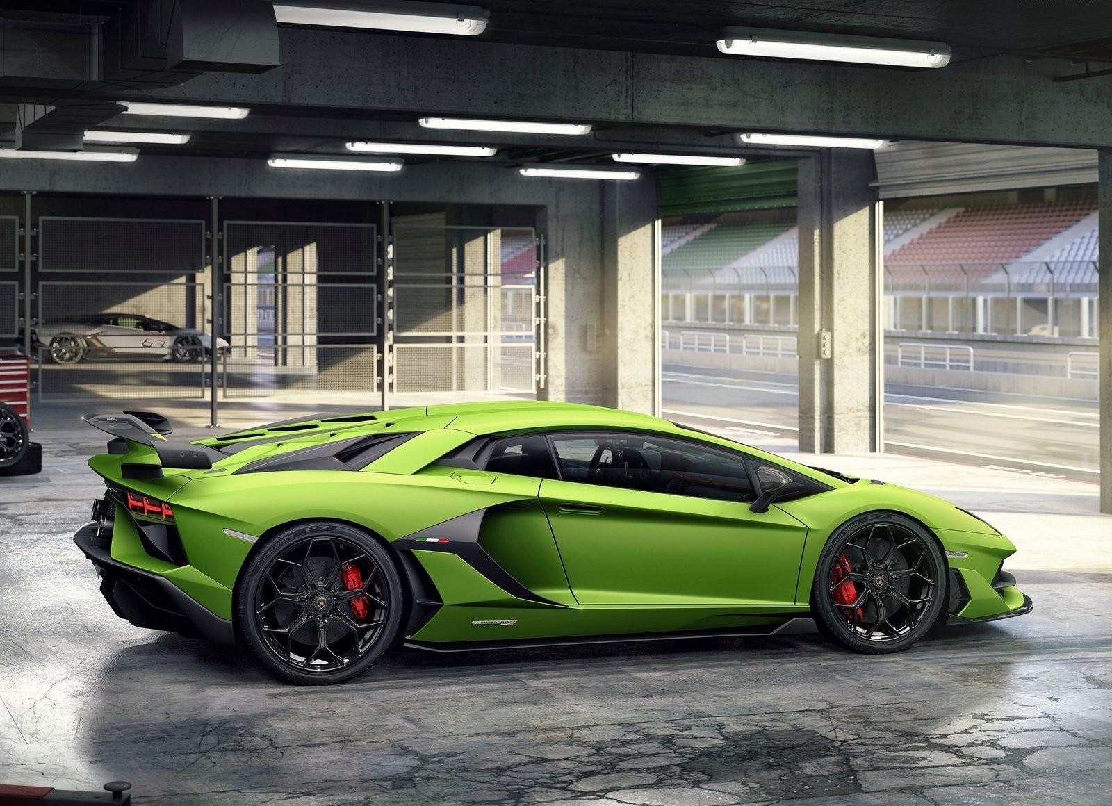 Foto de Lamborghini Aventador SVJ (11/23)