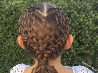 Los increíbles peinados que una madre hace a su hija cada día para ir al cole