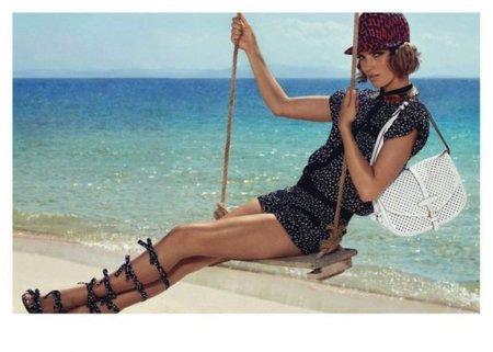 Arizona Muse hasta en la sopa, o mejor dicho, hasta en la campaña de la colección Crucero 2012 de Louis Vuitton