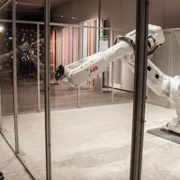 Este robot industrial interactúa con las personas