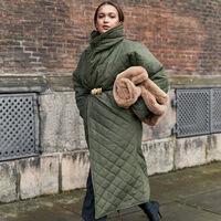 11 abrigos, capas y plumíferos de Adolfo Domínguez con descuento en El Corte Inglés para evitar el frío con estilo por mucho menos
