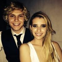 A buscar pamela que Emma Roberts y Evan Peters se nos casan