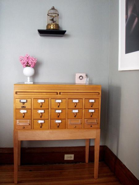 Una buena idea: un mueble tarjetero como mueble bar