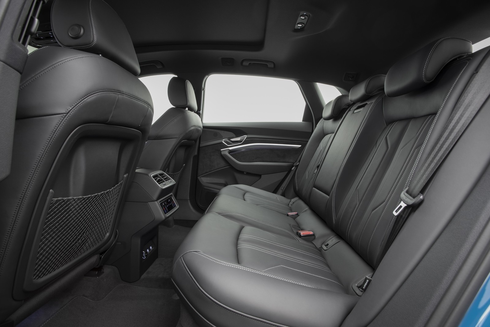Foto de Audi e-tron (23/111)