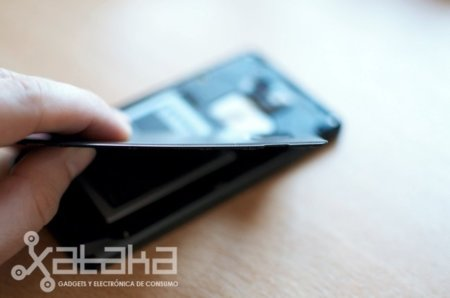 HTC podría estrenar carcasas más resistentes, delgadas y ligeras