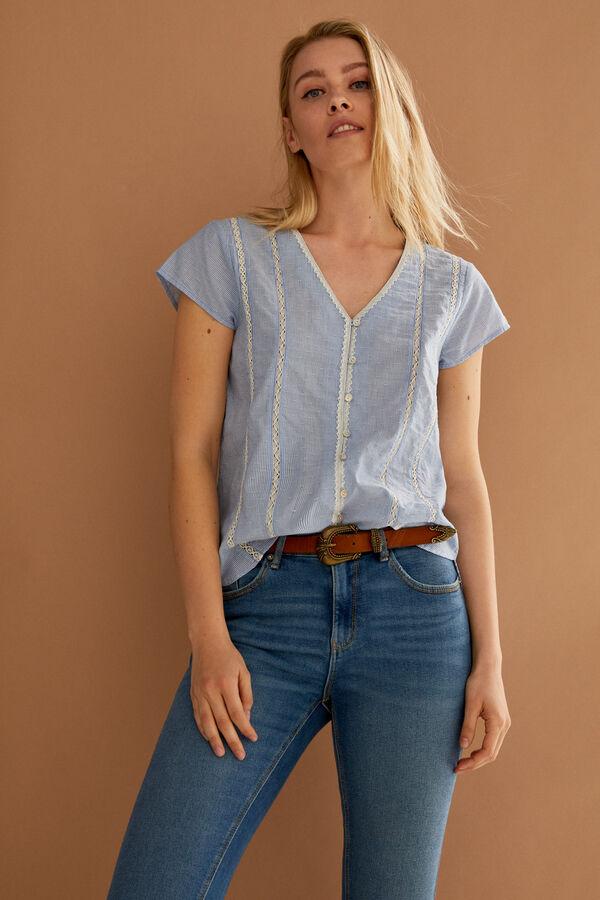 Blusa rayas azules con encaje