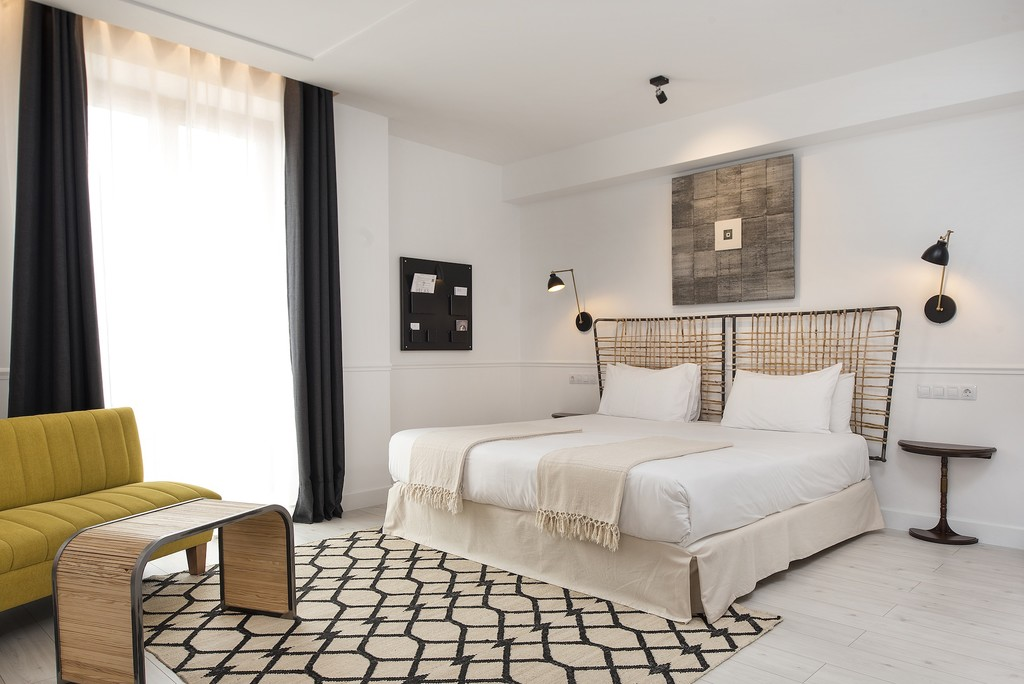 Una gran alfombra es apuesta segura para lograr calidez en el dormitorio en otoño
