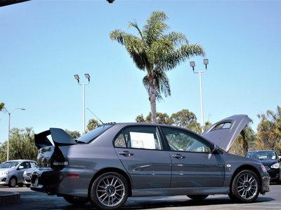 Todavía puedes comprar un Mitsubishi Lancer EVO IX nuevo a estrenar: queda uno y cuesta más de 100.000 dólares